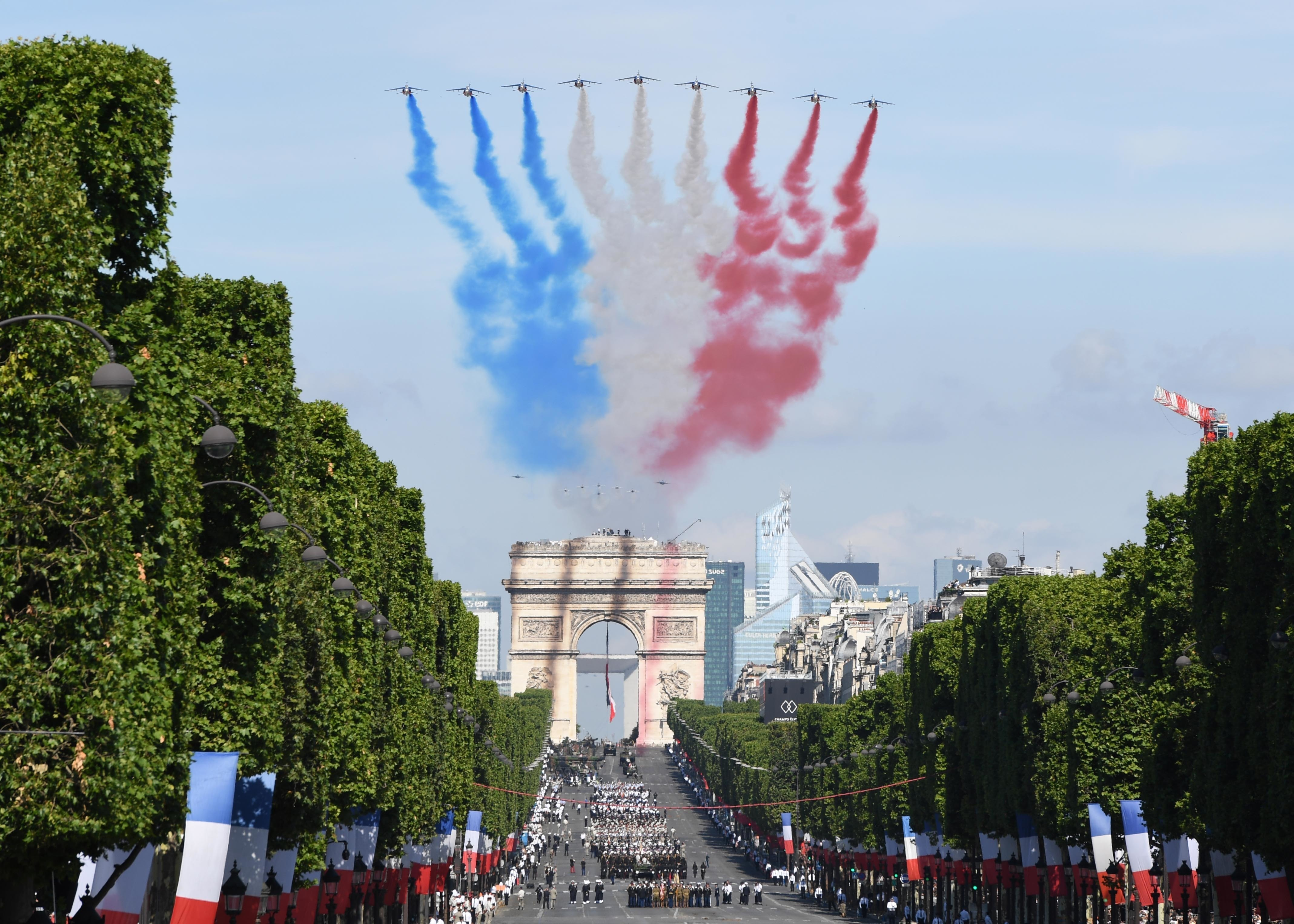 170714-N-AC979-294 PARIS (July 14, 2017) French Alphajets, followed by the U.S. Air Force Thunderbirds and two F-22 Raptors, conduct a flyover while displaying blue, white and red contrails during the Military Parade on Bastille Day. An historic first, the U.S. led the parade as the country of honor this year in commemoration of the centennial of U.S. entry into World War I and the long-standing partnership between France and the U.S. (U.S. Navy photo by Chief Mass Communication Specialist Michael McNabb/Released)
